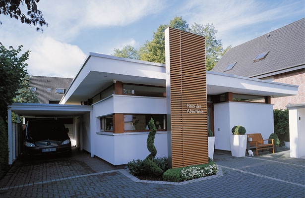 121 eingangsbereich haus modern this stunning lakehouse makes waves wunderbar eingangsbereich. Black Bedroom Furniture Sets. Home Design Ideas